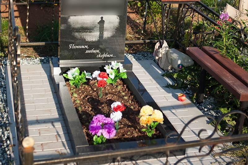 Благоустройство могил в Ижевске венки фото